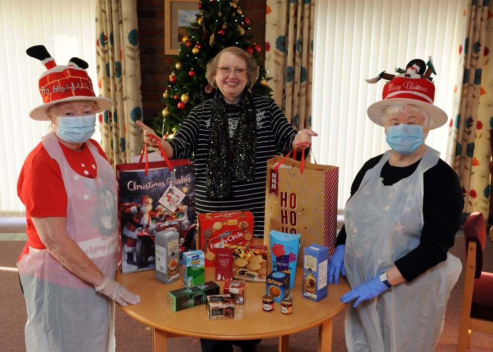 Cllr Bell with residents of Henley House who have distributed hampers
